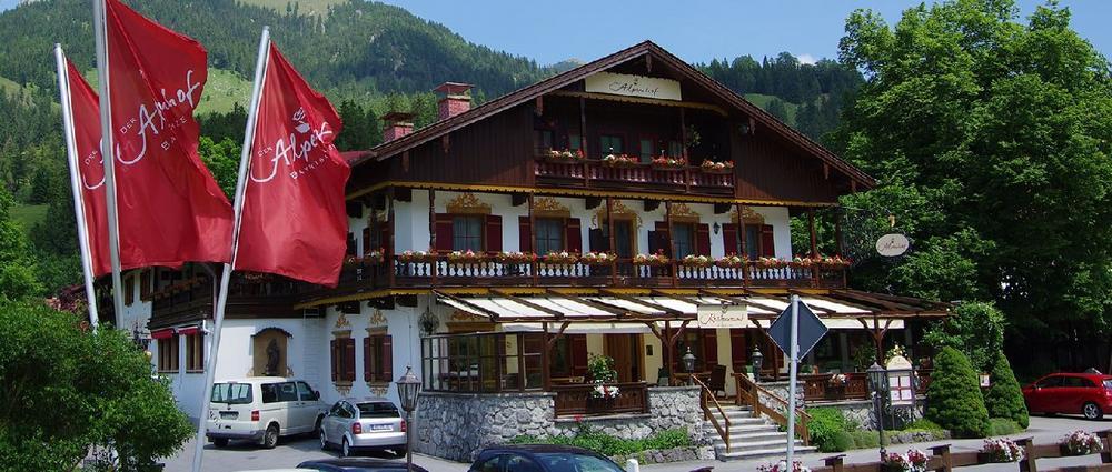neue gipfel erklimmen das hotel der alpenhof mit neuem f hrungsteam presse blog. Black Bedroom Furniture Sets. Home Design Ideas